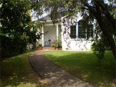 Benton Cottage in Bayswater Point  - always popular - great two bedroom cottage