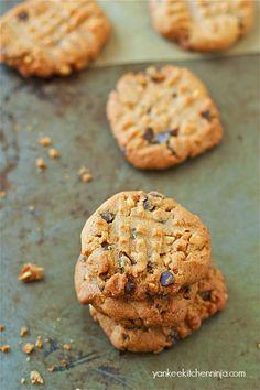 20-minute peanut butter chocolate chip cookies (gluten-free) | www.yankeekitchenninja.com