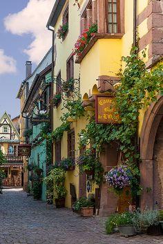 Riquewihr, Alsace, France. PASARIA POR ESA CALLE 5 MIL VECES Y SIEMPRE LE ENCONTRARIA