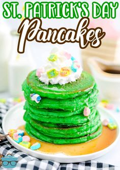 Looking for a fun St. Patrick's Day inspired breakfast? Then you have to make these St. Patrick's Green Pancakes! An easy, colorful and fun breakfast recipe. Healthy Breakfast Dishes, Best Breakfast Recipes, Breakfast Items, Brunch Recipes, Easy Holiday Recipes, Spring Recipes, Lucky Charms Marshmallows, Thing 1, Country Cooking