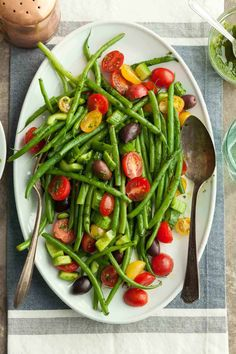 When the weather heats up, this herbed green bean and cherry tomato salad makes a fresh and easy addition to any meal. Gluten Free Recipes Side Dishes, Salad Recipes Gluten Free, Whole Food Recipes, Side Dishes For Bbq, Vegan Side Dishes, Vegetable Side Dishes, Cherry Tomato Salad, Cherry Tomatoes, Beach Picnic Foods