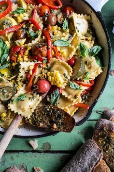 When it comes to Italian comfort food, ravioli tops the list. Whether you're willing to make ravioli entirely from scratch (it's not as difficult as you Healthy Pasta Dishes, Healthy Pastas, Vegetarian Recipes, Cooking Recipes, Healthy Recipes, Summer Pasta Recipes, Skinny Pasta, Table D Hote, Ravioli Recipe