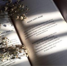 51 Ideas Yoongi Lighting Aesthetic For 2019 Aesthetic Light, Plant Aesthetic, Book Aesthetic, Purple Aesthetic, Book Photography, Light Photography, Photography Flowers, Photografy Art, Tak Tak