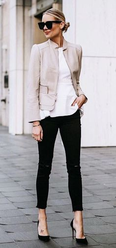 35 Chic Work Outfits Women for Summer 2019 - Work Outfits Ideas - Modetrends Spring Work Outfits, Casual Work Outfits, Professional Outfits, Mode Outfits, Fashion Outfits, Office Outfits, Chic Outfits, Fall Outfits, Dress Fashion