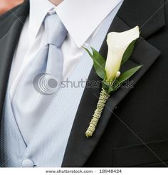 Save on Calla Lily Boutonnieres! Buy Wedding Boutonniere, Groom Boutonniere and Groomsmen Boutonnieres at BunchesDirect Calla Lily Flowers, Calla Lily Wedding, Prom Flowers, Calla Lillies, White Wedding Flowers, Floral Wedding, Fresh Flowers, Calla Lily Bouquet, Boquet