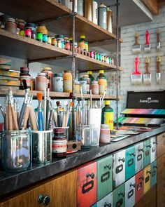 39 Ideas for art studio office atelier Garage Art Studio, Art Studio Storage, Art Studio Organization, Art Studio At Home, Home Art, Cgi, Rangement Art, Studios D'art, Atelier Photo