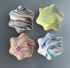 Mini Marbled Jewelry Dishes; hand molded in polymer clay. These darling trinket dishes are both decorative and functional.A great gift for the ladies! ($15) #polymerclay #trinketdish #claydish