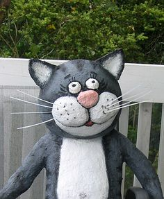 Papier mache cat (with tutorial)