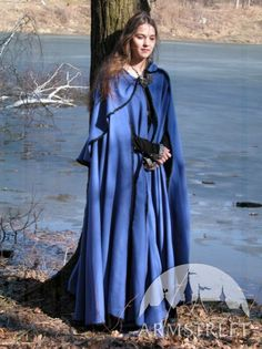 I would love to live in an area that had long winters, if for no other reason than to be able to wear beautiful wool cloaks!