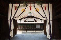 "Japaninfo added 15 new photos to the album: พิธียิงธนูบนหลังม้า ""Yabusame""@Shimogamo-jinja,Kyoto/3 พฤษภา — at 下鴨神社 糺の森."