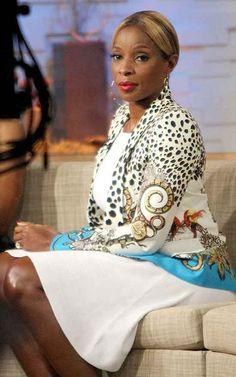 La cantante americana Mary J. Blige omaggia lo stilista Roberto Cavalli indossando, nelle sue ultime apparizioni sul piccolo schermo, due giacche firmate Roberto Cavalli. Doppia comparsa in tv per Mary J. Blige.  Leggi tutto: http://www.leichic.it/donna-vip/mary-j-blige-in-roberto-cavalli-29841.html