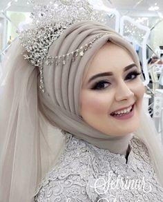 """24k Likes, 84 Comments - Setr-i Nur (@setrinur) on Instagram: """"Setri Nur Meryemce Modelimiz.. Nişanlık: @setrinur Baştasarımı Porselen Makyaj: @yurtalansuna…"""""""