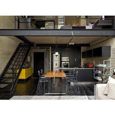 Bom almoço!!! Cozinha integrada no estilo industrial!! Mais um angulo do loft de @gabrielapugliesi  By @diegorevollo #ahlaemcasa #ambientesintegrados #loft #estiloindustrial #tijolinho #cozinhaamericana #estruturametalica