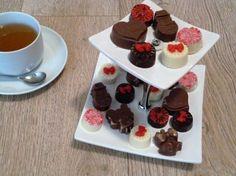 Met deze recepten en technieken kan je verschillende soorten kerstchocolaatjes maken. Op de website staan nog veel meer leuke recepten. Bak jij met me mee?