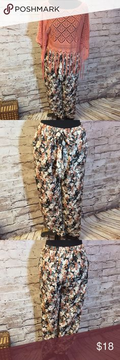CUTE FOREVER 21 PANTS These are adorable with a fall floral print and elastic waist with a tie. Gently used Forever 21 Pants
