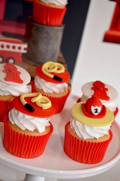 45 Ideas For Fire Truck Cupcakes Cake Birthday Parties Fireman Cupcakes, Fire Truck Cupcakes, Fireman Cake, Fireman Party, Themed Cupcakes, Kids Party Hire, Firefighter Birthday, Truck Cakes, Novelty Cakes