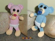 Sie kaufen hier die Häkelanleitung für den kleinen Baby-Bär Teddy, mit der Windel und dem Schnuller, Sie suchen noch ein passendes…