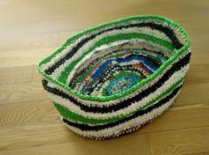 Plastic bag crochet: Washing basket