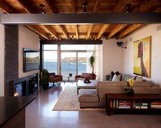 teto de madeira com piso cimentado brilhante