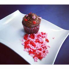 Para #AmorYAmistad ,regala un hermoso #Cupcake a esa persona #especial #SoSweet #PasteleriaSoSweet Llámanos o síguenos en redes sociales: #Bogota Cel: 317 657 5271 #Cedritos Cra 11 No. 138 - 18 - Facebook: https://www.facebook.com/pasteleriasosweet - Pinterest: http://www.pinterest.com/sosweetcol - Twitter: https://twitter.com/Sosweetchef Instagram: http://instagram.com/pasteleriasosweet
