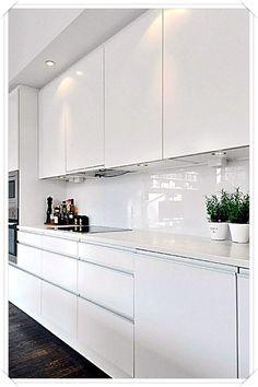 Gorgeous White Kitchen Design and Decor Ideas - Page 10 of 53 White Kitchen Interior, White Wood Kitchens, White Kitchen Decor, Modern Kitchen Cabinets, Kitchen Cabinet Design, Home Decor Kitchen, Rustic Kitchen, Interior Design Kitchen, Kitchen Modern