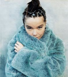 Beautiful Icelandic musician Björk in an icy blue winter fur Grunge, Bjork, Trip Hop, Fake Fur, Punk, Shows, Fur Fashion, Female Singers, Mode Style