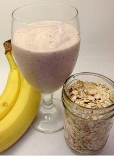image source When it's hot out and you need a hearty breakfast or an afternoon snack to last you until dinner, try my new favorite smoothie,. Fruit Smoothie Recipes, Healthy Smoothies, Healthy Drinks, Strawberry Smoothies, Healthy Snacks, Banana Oatmeal Smoothie, Breakfast Smoothies, Healthy Breakfast Recipes, Coffee Recipes