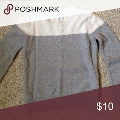 Old navy sweater Cozy sweater.   🚫 I don't do trades  🙃 I accept reasonable offers  🐼 Take advantage of offers on bundles  ❣ 10% off when 2+ items are bundled Old Navy Sweaters Crew & Scoop Necks