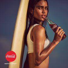 """Hemos creado un álbum cargado de momentos de felicidad. ¿Quieres disfrutar de nuestras imágenes más """"Coca-Cola""""? Entra en http://spr.ly/6491Bwdrc y compártelo. #SienteElSabor"""