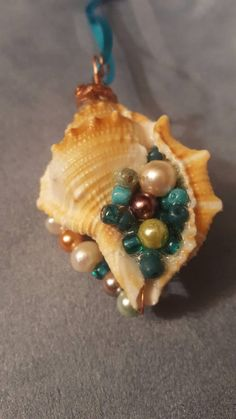 Sea Shell Christmas Ornament Natural Beauty - Diy Jewelry To Sell Seashell Painting, Seashell Art, Seashell Crafts, Beach Crafts, Stone Painting, Starfish, Shell Schmuck, Seashell Projects, Driftwood Projects