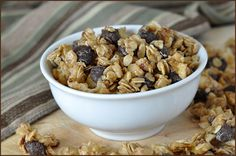 Combined oats, rice cereal, nuts, banana chips, and chocolate are a winning recipe for delicious! Perfect way to start off the morning or mid-afternoon snack to get you through to dinner. And portable for those times when you need to grab and go.