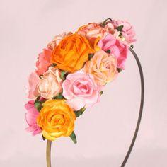 Hårpynt med blomster i orange og pink