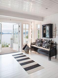 Journal of Interior Design - Interior Design: Building Scandinavian black and white Black And White Living Room, House Design, Norwegian House, Interior, White Living, Home Deco, Cosy Apartment, Cozy House, Home Decor