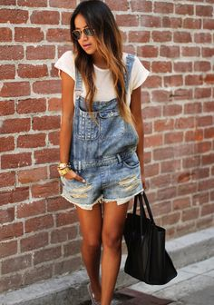 usually i dont like jeans overalls at all..but this one is perfect!   #jeans #jeansoverall #sincerelyjules