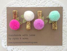 Mini yarn pom pom clips