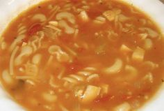 Recette: Soupe poulet et nouilles aux tomates. Greek Potatoes, Healthy Rice, Canadian Food, Chana Masala, Chowder, Healthy Dinner Recipes, Stew, Chili, Food And Drink