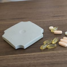 PILL POUCH  Silikonový Pill Pouch je praktické, nenápadné pouzdro na léky, které se vejde všude a můžete ho mít kdykoliv u sebe - i v zadní kapse kalhot!