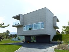 Anako' - Villa Herkenne (concrete, 2009) & Villa Zanini (timber, 2010), Grimisuat. Photos © Thomas Jantscher.