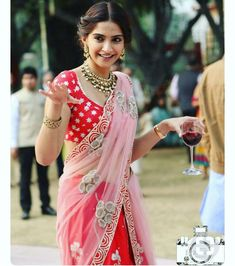 Indian bridal hairstyles bollywood sonam kapoor trendy Ideas - New Site Indian Attire, Indian Wear, Indian Dresses, Indian Outfits, Indian Clothes, Divas, Indian Bridal Hairstyles, Wedding Hairstyles, Half Saree