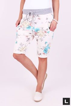 Teplákové kraťasy flower Bermuda Shorts, Women, Fashion, Moda, Fashion Styles, Fashion Illustrations, Shorts, Woman