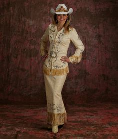 Amy Wilson Miss Rodeo America 2008 is wearing a dress made of vanilla lambskin, accented with handpainting and genuine Austrian Swarovski crystals. D'Anton Leather Co. Sexy Cowgirl, Cowgirl Style, Cowboy Chic, Cowgirl Baby, Cowgirl Fashion, Western Chic, Western Boots, Rodeo Queen Clothes, Miss Rodeo America