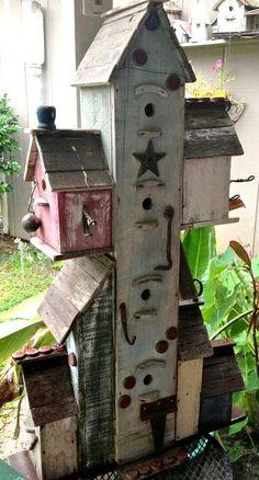 Flea Market Gardening Bird Feathers, Love Birds, Beautiful Birds, Large Bird Houses, Decorative Bird Houses, Rustic Birdhouses, Flea Market Gardening, Butterfly House, Bird Boxes