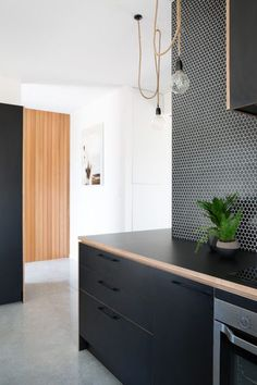 A-cute House Red Architecture Plywood Kitchen, Loft Kitchen, Diy Kitchen, Red Architecture, Mexican Style Kitchens, Minimal Kitchen, Cute House, Cuisines Design, Black Kitchens