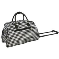 Carry your most important travel gear in this handy rolling duffel bag from World Traveler. This spacious bag can be hand-carried with the two top straps or flipped up and rolled on its in-line skate wheels to get you where youre going even quicker.