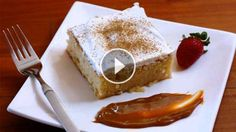 El tres leches es una deliciosa torta húmeda que tiene su orígenes en Latinoamérica y su nombre está signado por la forma de preparar este sencillo postre.