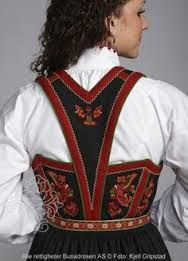 Bilderesultat for brodert vest Norwegian Clothing, Finger Weaving, Norwegian Style, Folk Fashion, Ballet Costumes, Folk Costume, Traditional Dresses, Costume Design, Outfits