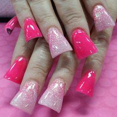 Shades of pink flared.duck feet Shades of pink flared. Duck Flare Nails, Duck Tip Nails, Flare Acrylic Nails, Duck Feet Nails, Long Acrylic Nails, Nail Swag, Fan Nails, Summer Nails 2018, Wide Nails