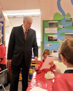 HRH Duke of York visits Bishopsgate School to open the new 25 metre indoor swimming pool. Duchess Of York, Duke Of York, Duke And Duchess, Princess Beatrice, Princess Eugenie, Indoor Swimming, Swimming Pools, British Monarchy History, Order Of The Garter