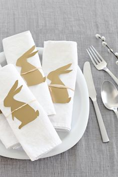 Easter bunny on napkin, table setting ❥