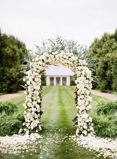 Roses wedding arch #wedding